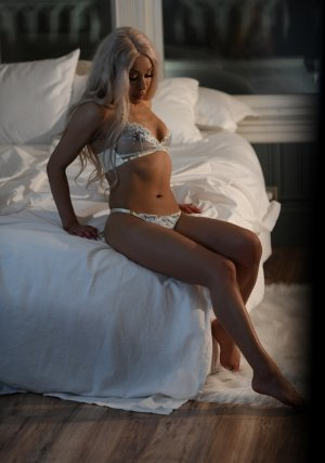 Jaouhara escorts in Kiryas Joel