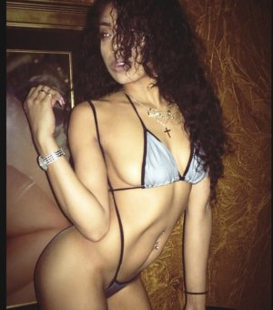 Gishlaine shemale escort girls in Kaneohe Hawaii